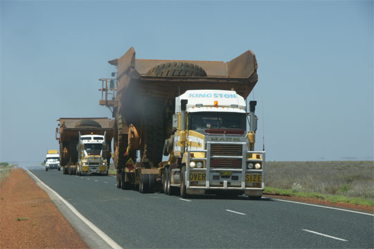 Broome to Port Hedland oncoming truckd | Credits MBrouwer